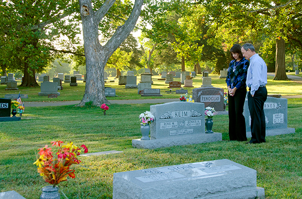 couple-at-cemetery