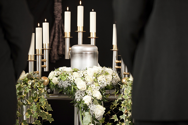 cremation-urn-and-candles