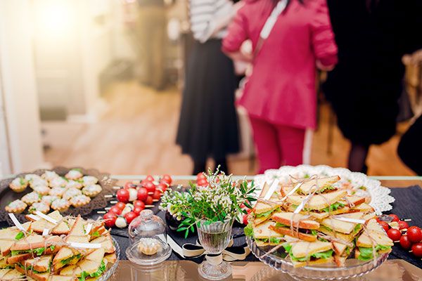 family-gathering-by-buffet