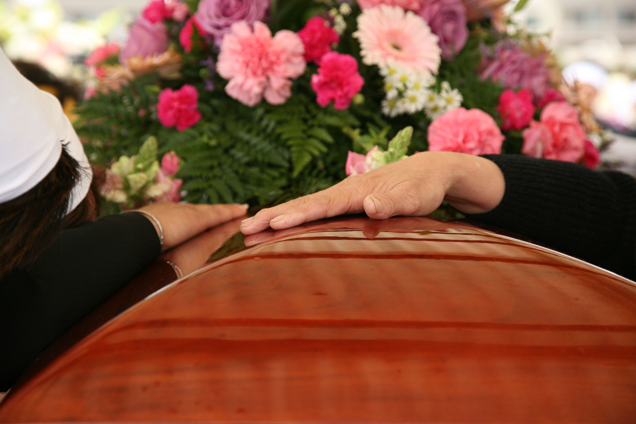 hands-on-casket