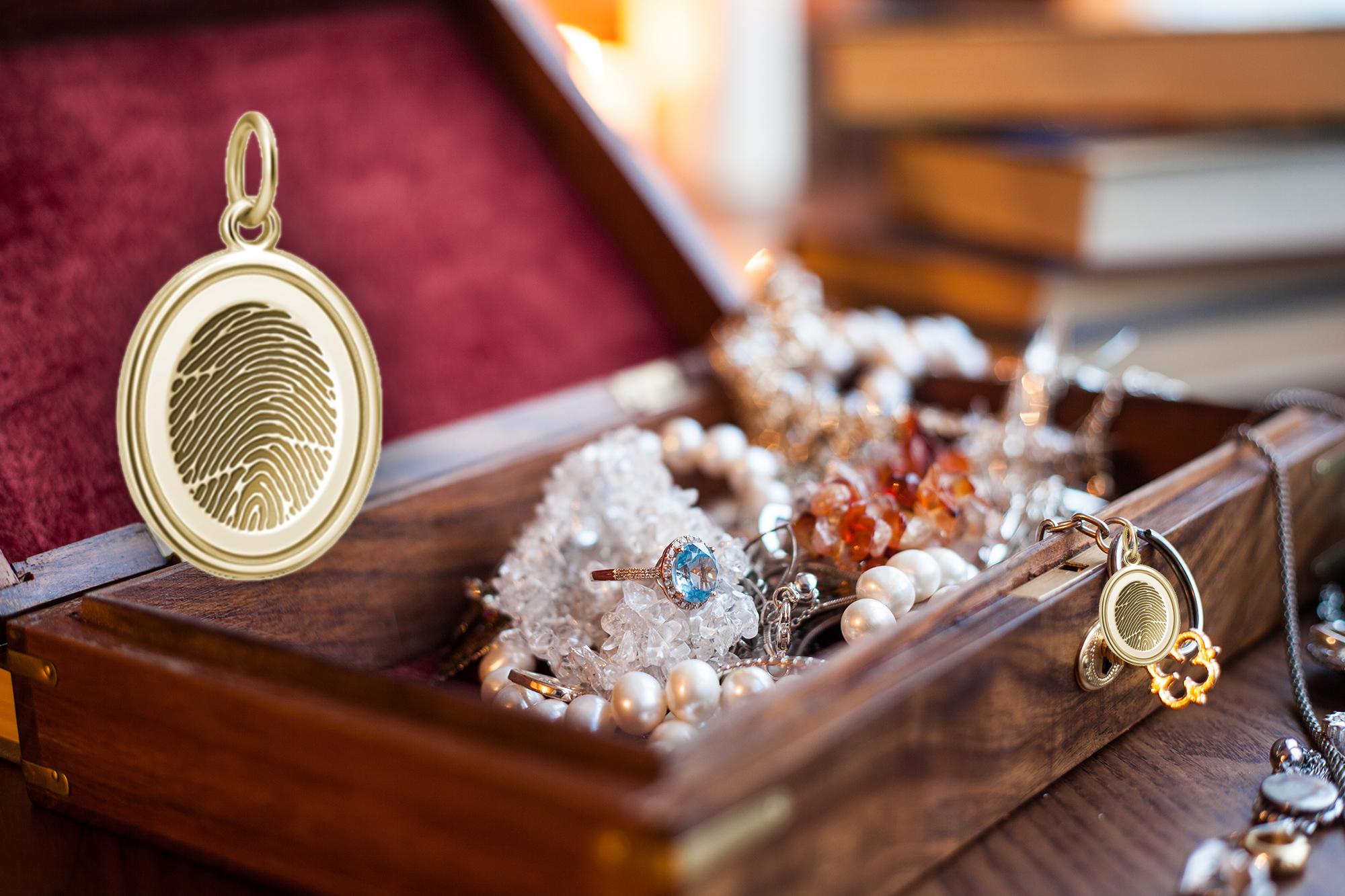 pendant-with-fingerprint-in-jewelry-box