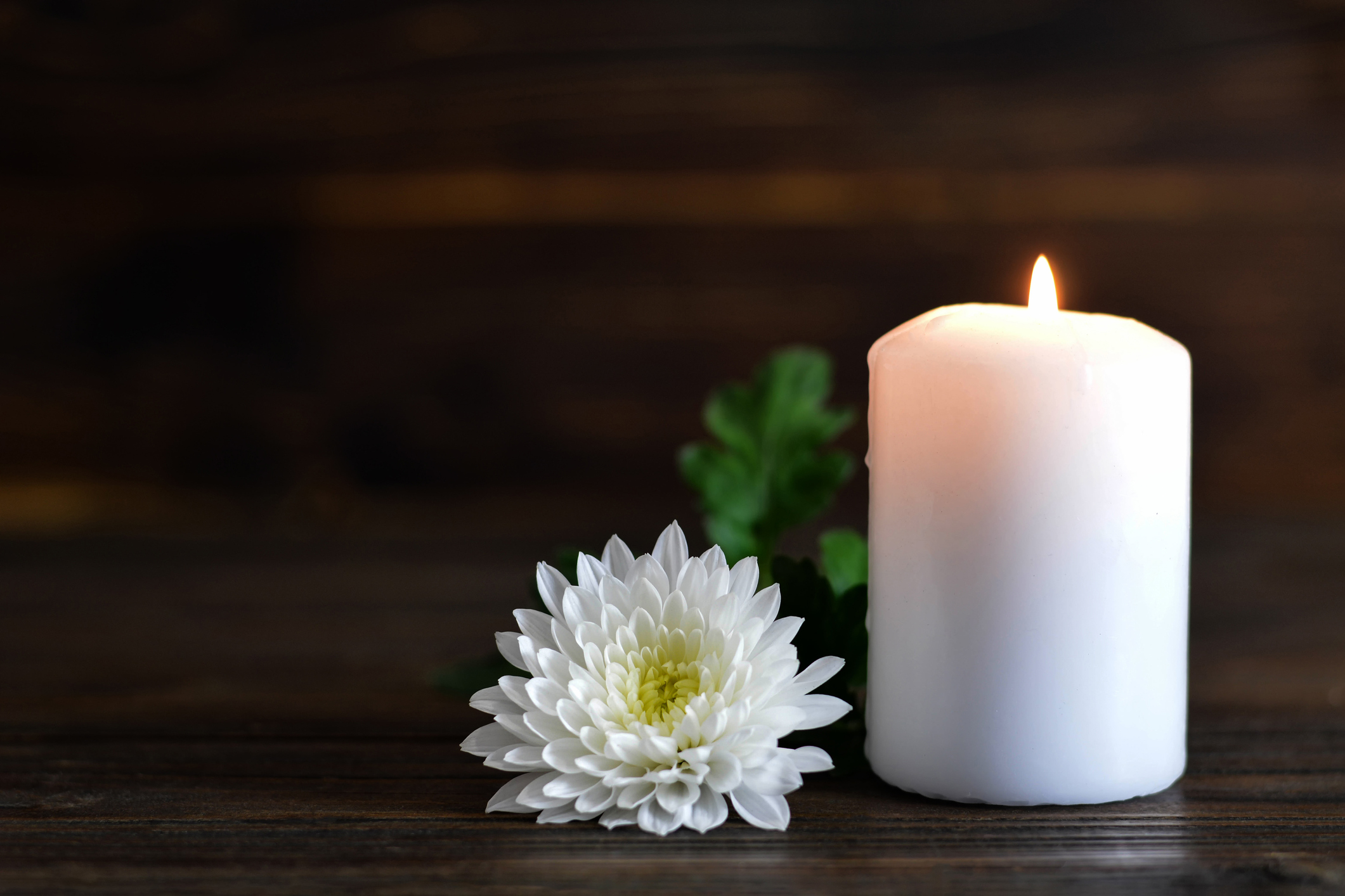 memorial-candle-white-flower