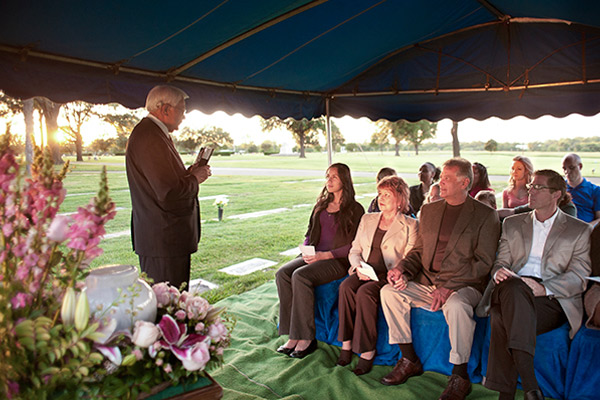 graveside-funeral-ceremony