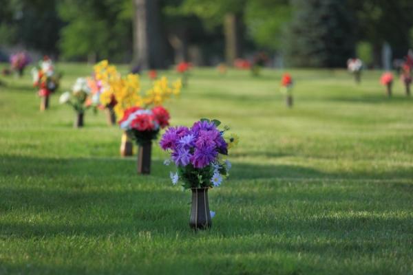 cemetery-flower-vases