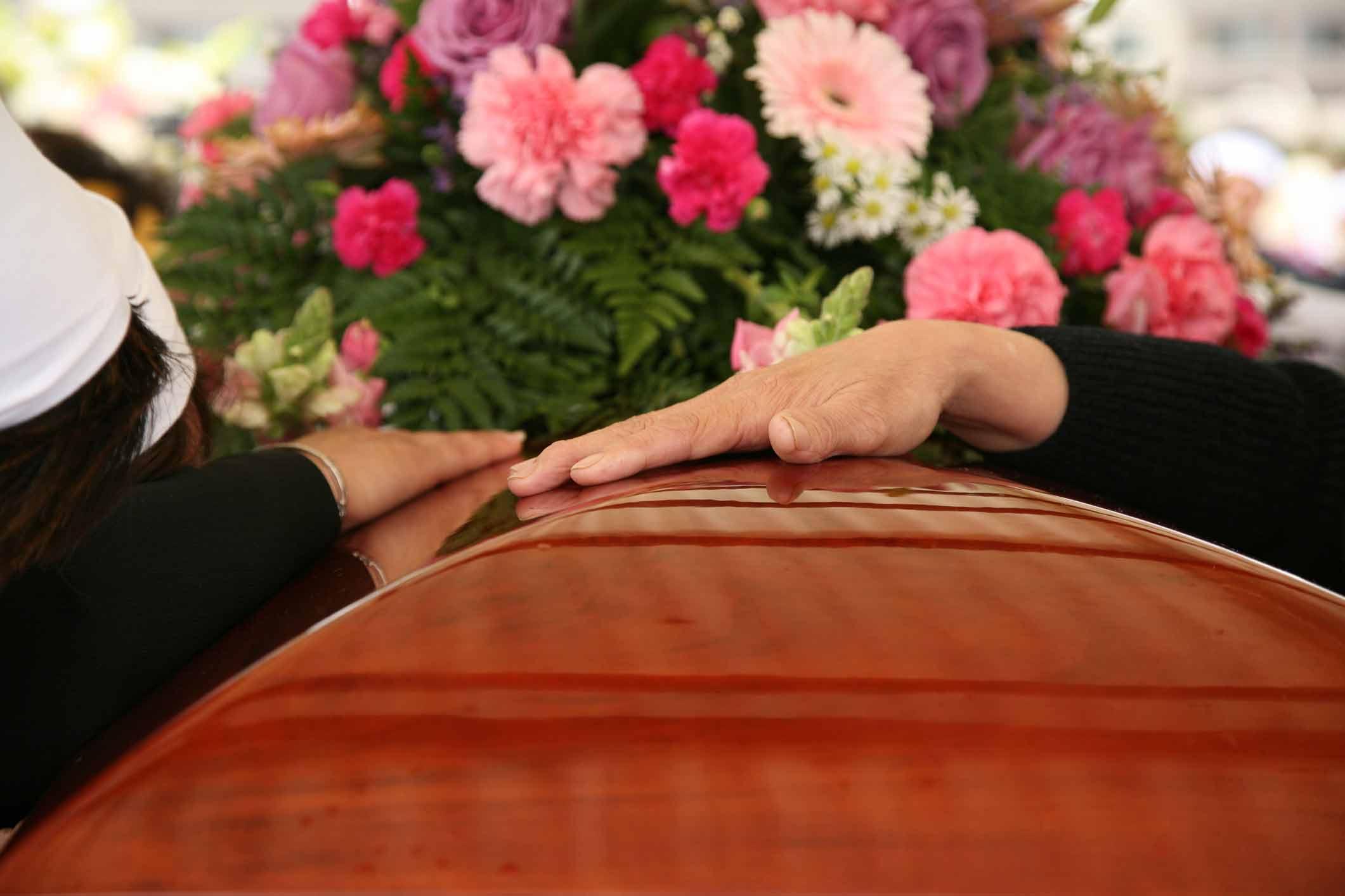 hands-on-casket